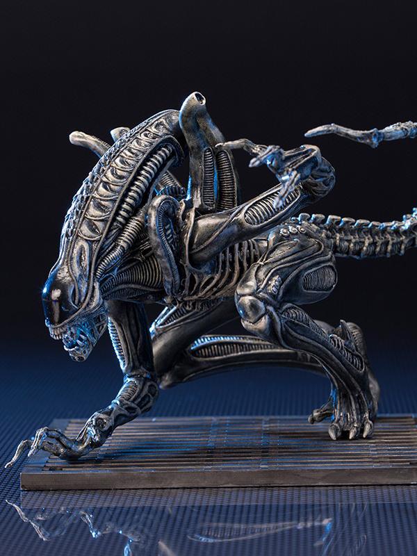alien-warrior-statue-002